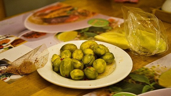 มะกอกฝรั่งจิ้มพริกเกลือ