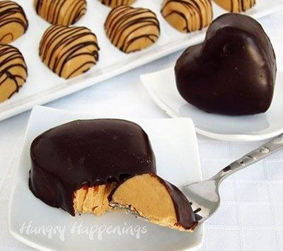 พีนัทบัตเตอร์รูปหัวใจเคลือบช็อกโกแลต