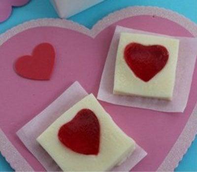 พุดดิ้งนมสอดไส้เยลลี่รูปหัวใจ