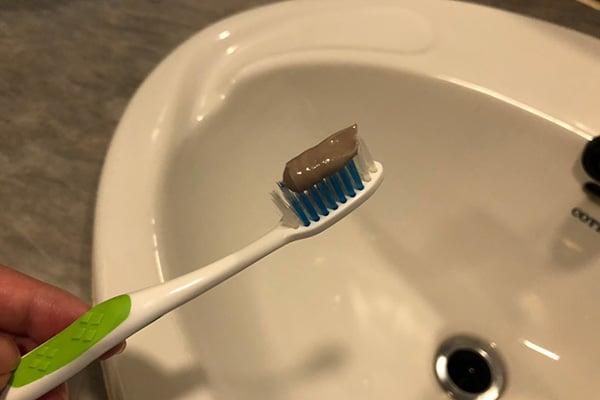 ยาสีฟันซอลส์ตรีผลา